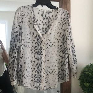 Joie snow leopard top size small